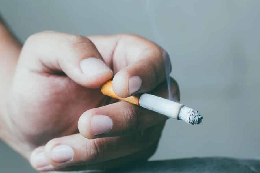 Cómo el tabaquismo afecta los síntomas de la fibromialgia